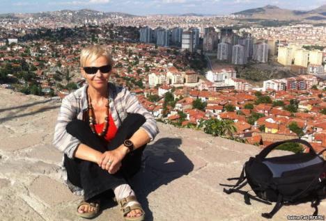 """Jurnalista Sabina Fati lansează şi la Oradea bestsellerul """"Ocolul Mării Negre în 90 de zile"""""""