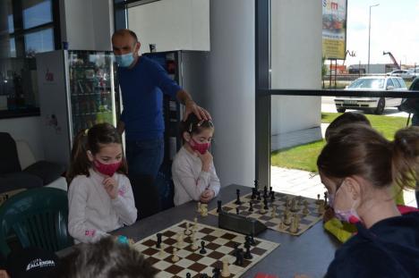 Competiţiile de şah pentru copii în Oradea s-au reluat cu ediţia a III-a a Cupei Allengra (FOTO)