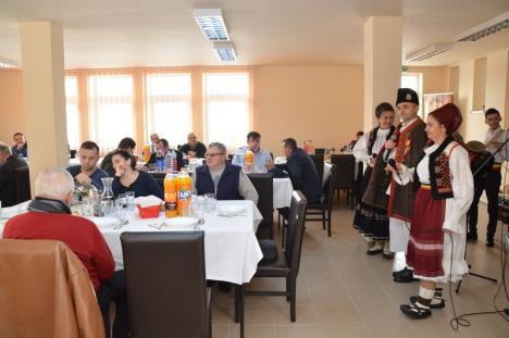 După centru after school, preşcolarii şi elevii din Tărian au şi o sală de mese unde să ia zilnic prânzul asigurat de o fundaţie şi de Primărie (FOTO)