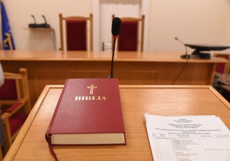 Judecătorii Tribunalului Bihor au suspendat activitatea 'pe perioadă nedeterminată'. Şi grefierii rămân pe poziţii
