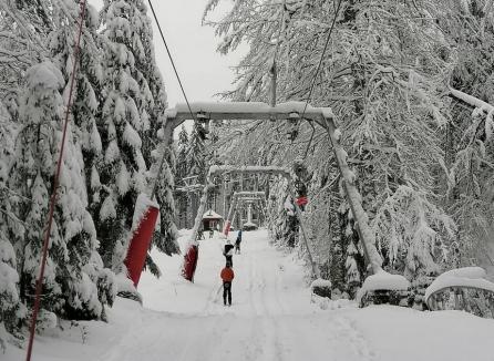 A venit zăpada şi-n Bihor! Ce sfaturi vă dau poliţiştii şi salvamontiştii pentru sezonul de iarnă(FOTO)
