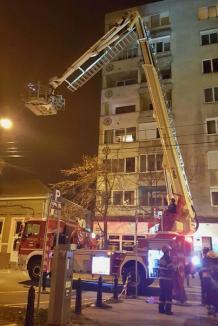 Misiune dificilă: Pompierii au scos pe geam o tânără orădeancă de 270 de kilograme
