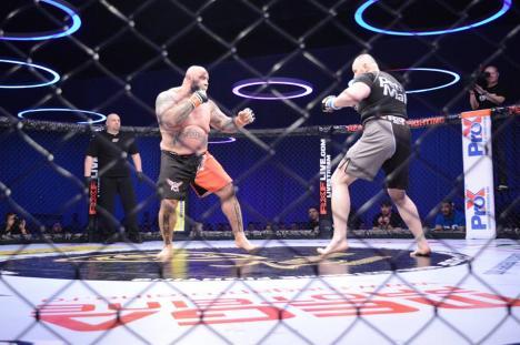 N-a avut ce bate: Sandu Lungu și-a învins adversarul într-un minut în gala MMA All Stars