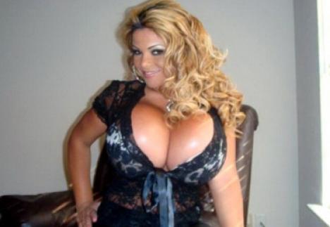 Femeia cu cei mai mari sâni va trebui să-şi dea jos silicoanele