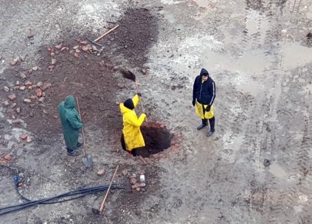 Arheologii au început săpăturile de cercetare în şantierul parcării de la catedrala din Oradea (FOTO)