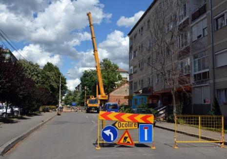 Săpături pe strada Noica. Parte din cartierul Nufărul I va rămâne săptămâna viitoare fără apă caldă