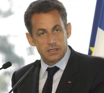 Pentru că s-a luat de ţigani, Sarkozy a rămas de unul singur