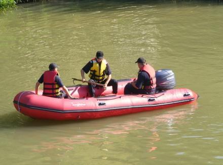 Căutări reluate pentru bărbatul care s-a răsturnat cu maşina într-un canal de lângă Aleşd