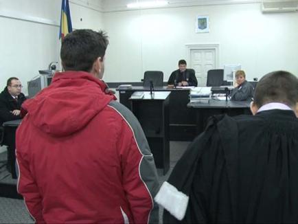 Asasinul italian reţinut la Oradea condiţionează extrădarea sa de rejudecarea procesului