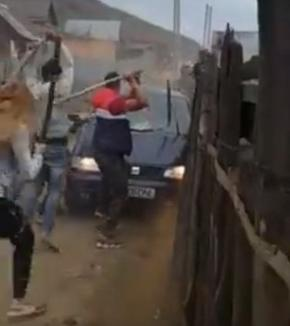 Lupte de stradă: Scandaluri în mai multe comunităţi de romi din ţară, inclusiv în Bucureşti. Peste 20 de persoane au fost reţinute (VIDEO)