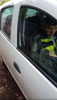 Scandal la Lugaş: UDMR-ist prins că transporta la vot alegători dintr-o colonie de romi. Primarul Şorban s-a pironit în secţia de votare! (FOTO / VIDEO)