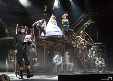 'Schilodirea culturii orădene'. Actorii Teatrului Regina Maria le cer consilierilor judeţeni să nu-l asculte pe Bolojan