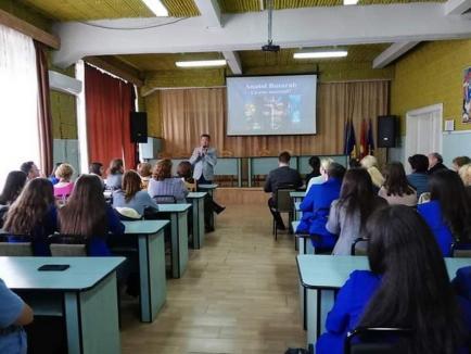 Liceeni și succesul: zeci de elevi s-au întâlnit la Liceul Aurel Lazăr pentru a vorbi despre succes cu psihologul Anatol Basarab
