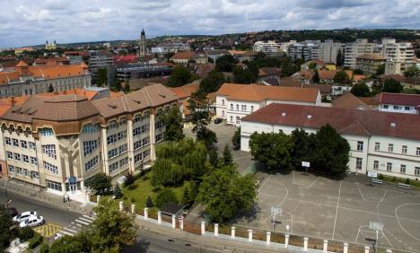 Inevitabilul s-a produs: Elev din Oradea, confirmat cu Covid-19. Învăţătoarea şi colegii lui stau acasă 14 zile