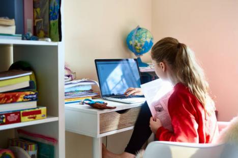 Cine merge la şcoală şi cine învaţă online. Vezi scenariile pentru fiecare oraş şi comună din Bihor!