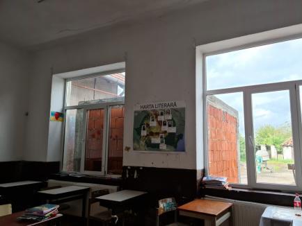 Şcoala minciunilor: Inspectoratul Școlar Bihor cere închiderea unei școli profesionale din Lugaş, unde primarul a pus profesor... un șofer (FOTO)