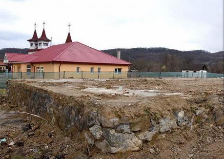 Veste proastă pentru primărița din Brusturi de la ministrul Cseke Attila: O școală demolată nu mai poate primi bani pentru reabilitare