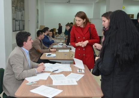 Studenţii acuză fraudarea alegerilor la Universitate, arătând că unii colegi au votat de două ori