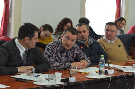 Atitudine în plen: Sebastian Lascu i-a cerut şefului CJ să pună pe ordinea de zi proiectul pentru zonele de camping şi să 'taie' banii de la News Bihor
