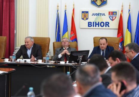 """""""Transparență"""" la CJ Bihor: aleșii nu au primit proiectele majore supuse dezbaterii nici după o săptămână de la convocarea ședinței de mâine"""