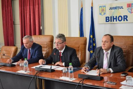 Eşec şi la şedinţa 'de îndată' a Consiliului Judeţean: PNL-iştii nu şi-au făcut aparţia, proiectele RO-HU în pericol (FOTO)