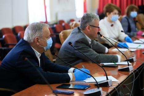 Cu mască la vot: Consiliul Judeţean şi-a rectificat bugetul pentru a da bani Crucii Roşii Bihor, să cumpere materiale de protecţie pentru medicii de familie (FOTO / VIDEO)