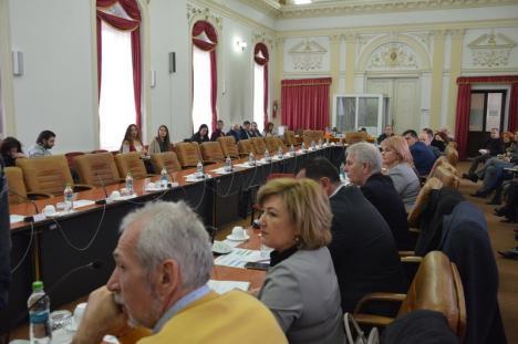 Boicot liberal: Şedinţa lunii februarie la Consiliul Judeţean Bihor a eşuat după ce consilierii PNL nu şi-au făcut apariţia (FOTO/VIDEO)