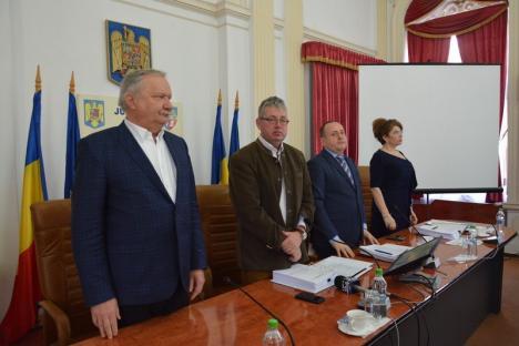 Boicotul continuă: Şi şedinţa extraordinară a Consiliului Judeţean de luni a eşuat fiindcă PNL-iştii nu s-au prezentat (FOTO)