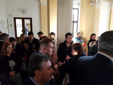 Şedinţă festivă de Centenar, la Consiliul Judeţean: Deşi a fost gazdă, Pásztor n-a rămas să închine cu invitaţii în cinstea României (FOTO/VIDEO)