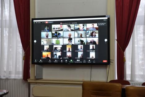 Aberant! Secretar de stat din MAI, numit la propunereaUSR, împotriva transparenței: ședințele Consiliilor Locale să NU fie transmise online!