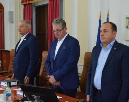 Pentru a-şi ascunde ilegalităţile, conducerea Consiliului Judeţean refuză să furnizeze consilierilor informaţii publice