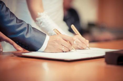 Căsătorii la secret: Numele celor care se căsătoresc la Oradea nu se mai văd pe site-ul Primăriei