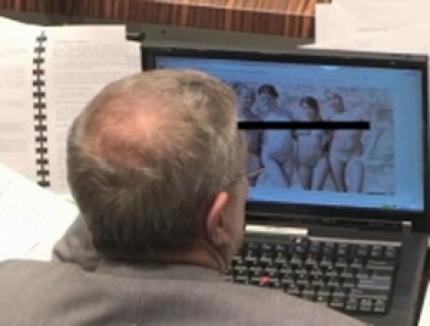 Senator prins că se uită la poze porno în şedinţă (VIDEO)