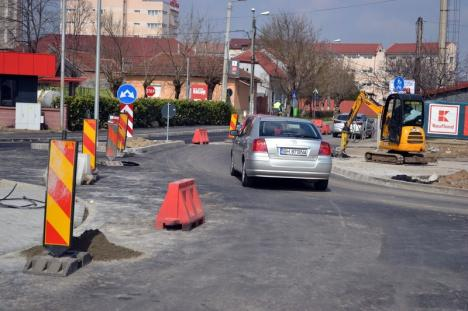 Mai repede cu o zi! Sensul giratoriu din strada Oneştilor, dat în folosinţă miercuri seară (FOTO)