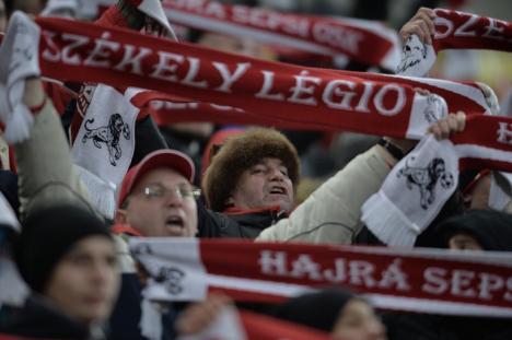 Scandalos: Înaintea unui meci între Juventus Bucureşti şi Sepsi OSK, din difuzoare s-au auzit versuri xenofobe şi vulgare