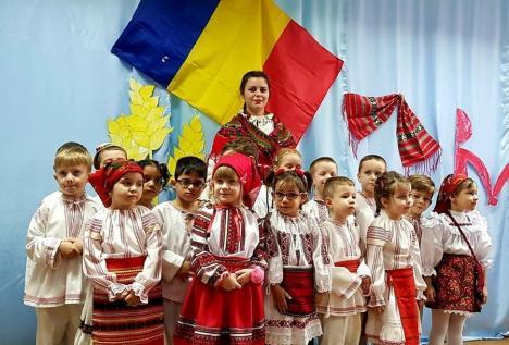 Cum au sărbătorit micii patrioţi din Tinca Ziua Naţională (FOTO / VIDEO)