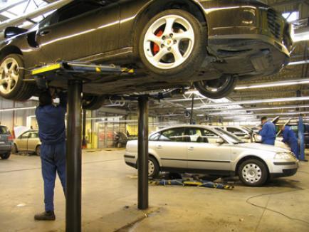 Maşinile în garanţie vor putea fi reparate şi în service-uri independente