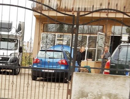 """Service-uri controlate, la Salonta: Ca să fenteze impozitele, patronii îşi scot autorizaţii, declară că-şi suspendă activitatea şi apoi lucrează """"la negru"""" (FOTO)"""