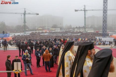 Catedrala Mântuirii Neamului a fost sfinţită. Patriarhul Daniel: 'Catedrala are o capacitate de 5.000 de credincioşi. Mereu va fi neîncăpătoare' (FOTO/VIDEO)