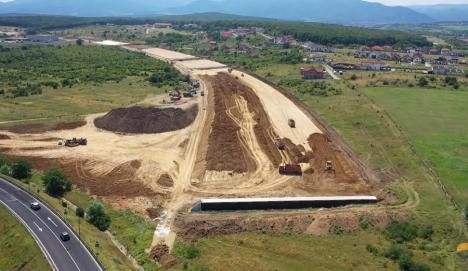 Comisia Europeană finanţează cu 875 de milioane de euro construcţia autostrăzii Sibiu-Piteşti, prima care traversează Munţii Carpaţi