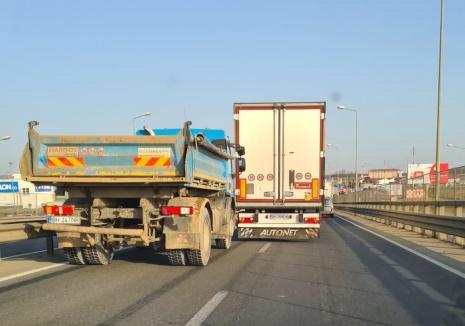 Şicanare în trafic, în Oradea: Un şofer de TIR a încurcat circulația pe Centură, pentru a bloca un camion (VIDEO)