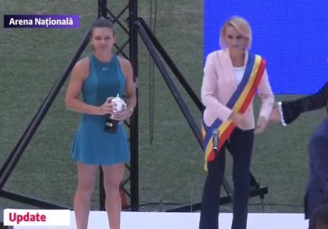 Simona Halep, aclamată de peste 20.000 de fani pe Arena Naţională. Gabriela Firea, huiduită! (VIDEO)