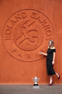 Ce rochie a ales Simona Halep pentru şedinţa foto de la Roland Garros (FOTO)