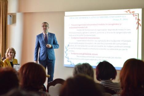Profesorul secolului XXI: Dascălii au dezbătut cum pot fi mai interesanţi pentru elevii lor (FOTO)