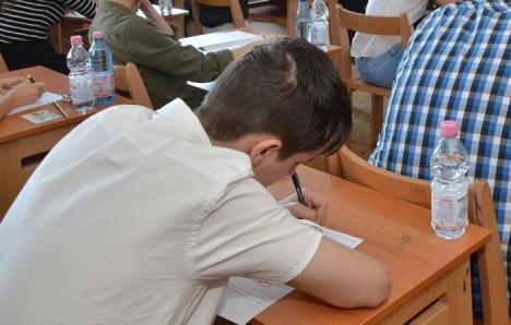 Elevii bihoreni de clasa a VIII-a simulează Evaluarea Naţională