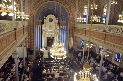 'Şapte sinagogi orădene': Arhitectul Cristian Puşcaş îşi lansează teza de doctorat la Humanitas