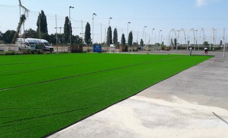 Baza Tineretului din Oradea, pregătită de noul sezon de minifotbal: Gazon sintetic nou, adus din Belgia şi omologat FIFA