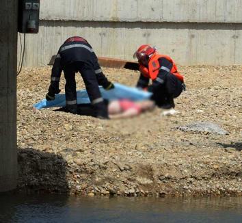 O femeie s-a sinucis aruncându-se în Criş de pe barajul din Ioşia (FOTO)