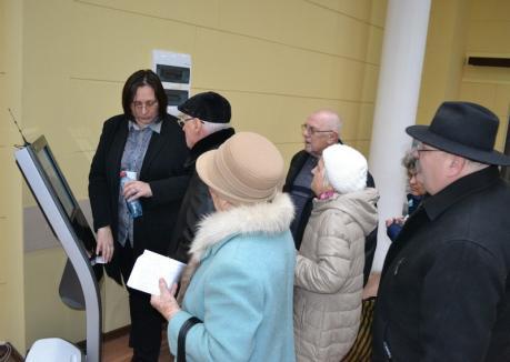 Coadă cu repetiţie: Sistemul de ticketing din piramida Primăriei Oradea mai mult încurcă