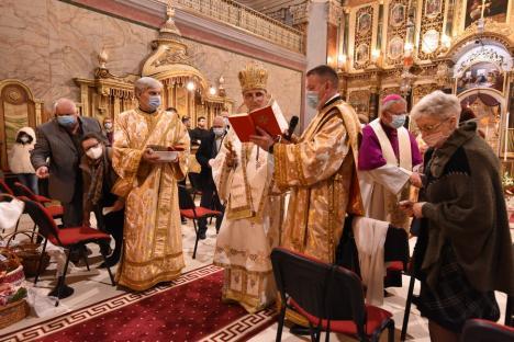 Hristos a înviat! Mii de orădeni ortodocși și greco-catolici au participat la slujba de Înviere în centrul orașului (FOTO / VIDEO)